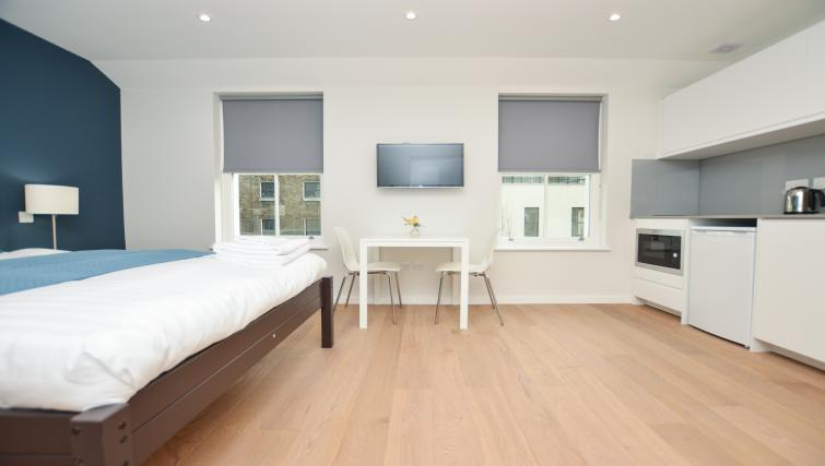 Spacious studio at Warren Street Serviced Apartment - Citybase Apartments