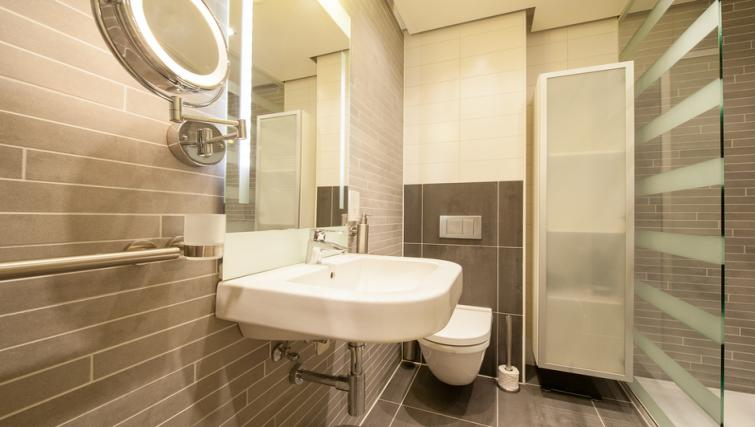 Bathroom at Dapper Market Apartments, Amsterdam - Citybase Apartments