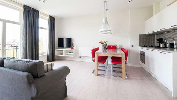 Living area at Dapper Market Apartments, Amsterdam - Citybase Apartments
