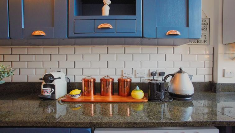 Kitchen facilities at Raleigh Square Serviced Apartment - Citybase Apartments
