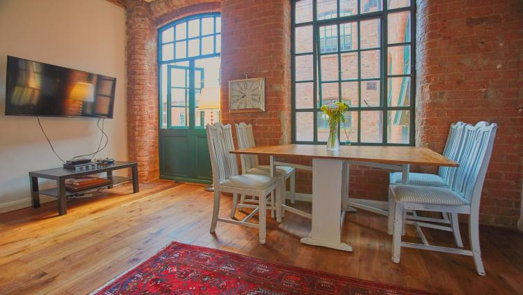 Dining table at Raleigh Square Serviced Apartment - Citybase Apartments