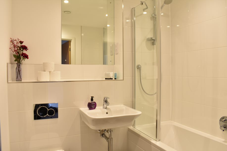 Main bathroom at Duke of Wellington Apartment - Citybase Apartments