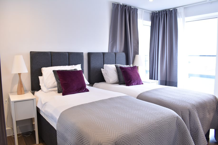 Main bedroom as twin beds at Duke of Wellington Apartment - Citybase Apartments