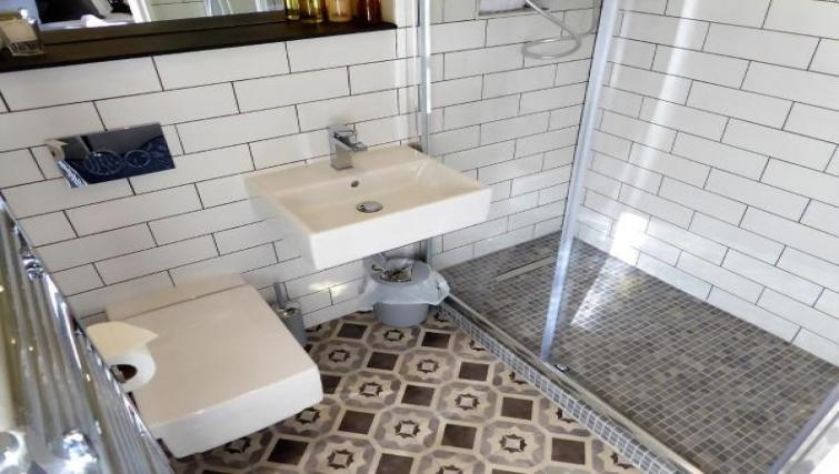 Bathroom at Claremont Apartments - Citybase Apartments