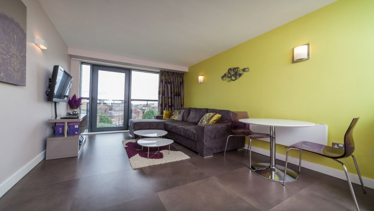 Spacious living area at West One Apartments - Citybase Apartments