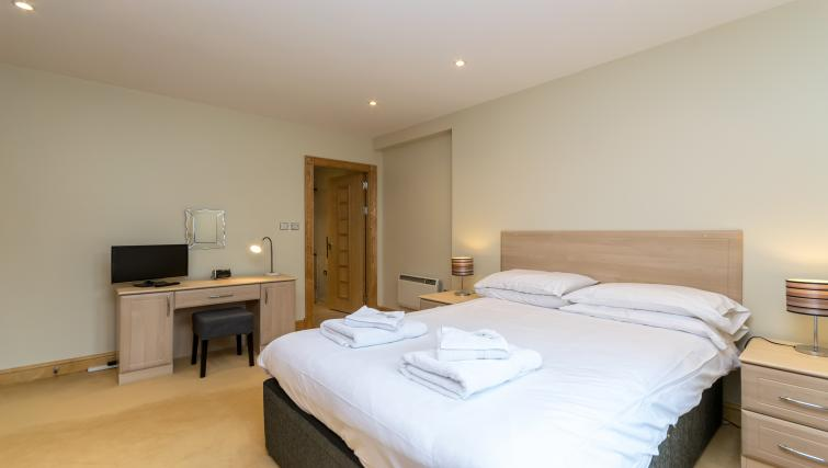 Double bed at Foregate Street Apartment - Citybase Apartments
