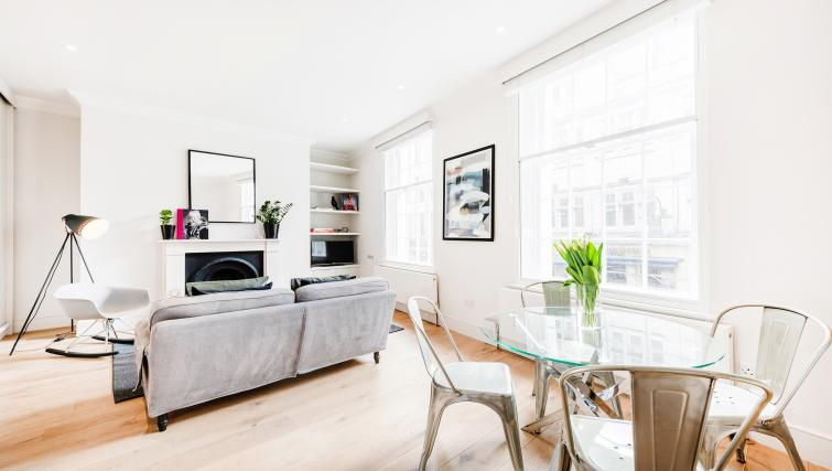 Dining table at Wardour Street Apartments - Citybase Apartments