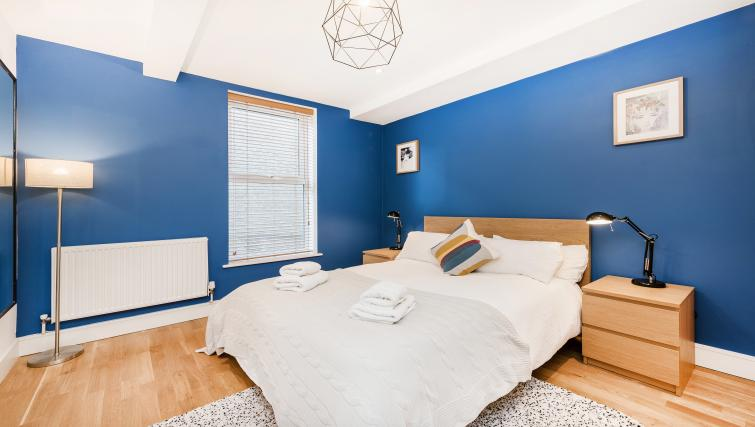 Cosy bed at the Kentish Town Apartment - Citybase Apartments
