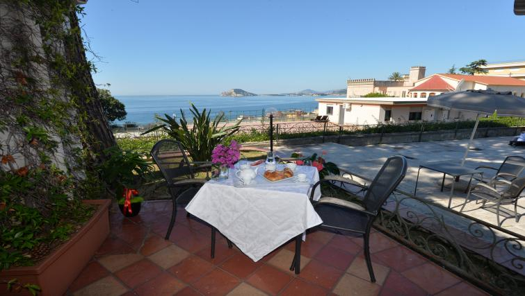 Dining outside at Miramare Residence - Citybase Apartments