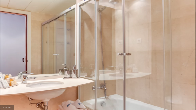 Shower at the Calabria Apartments - Citybase Apartments