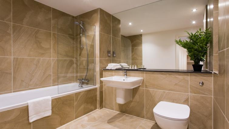 WC at Flying Butler Croydon Apartments - Citybase Apartments