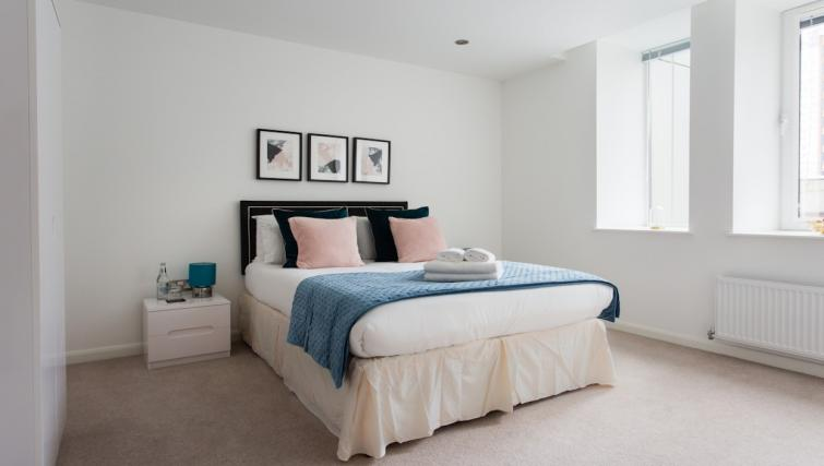 Double bed at Flying Butler Croydon Apartments - Citybase Apartments