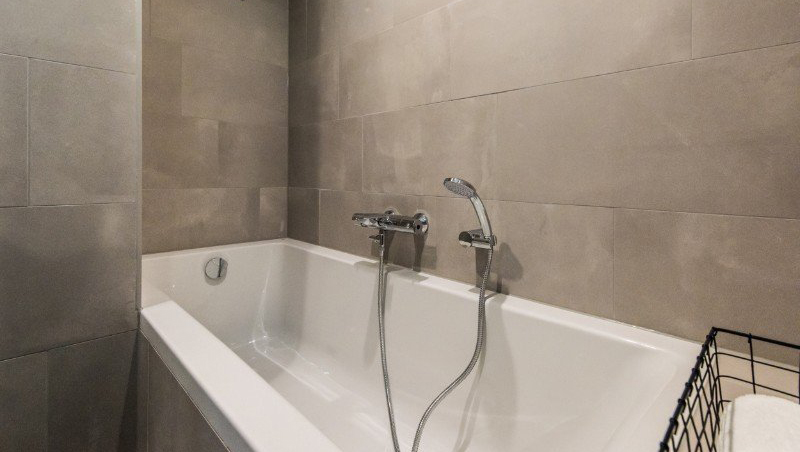 Bath at Eastern Docklands Apartments, Amsterdam - Citybase Apartments