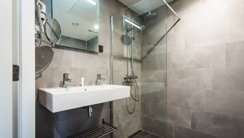 Bathroom at Eastern Docklands Apartments, Amsterdam - Citybase Apartments