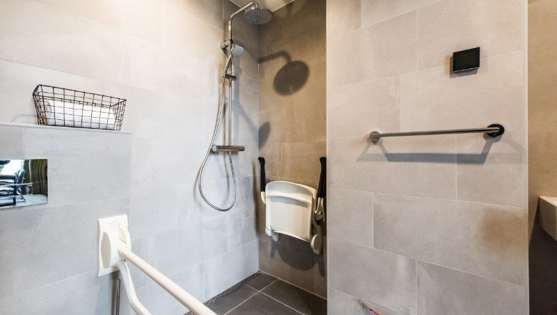 Spacious shower at Eastern Docklands Apartments, Amsterdam - Citybase Apartments