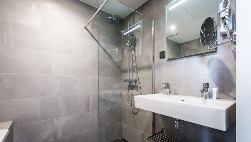 Walk-in shower at Eastern Docklands Apartments, Amsterdam - Citybase Apartments