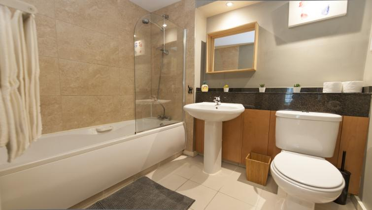 Bathroom at Gasworks Serviced Apartment - Citybase Apartments