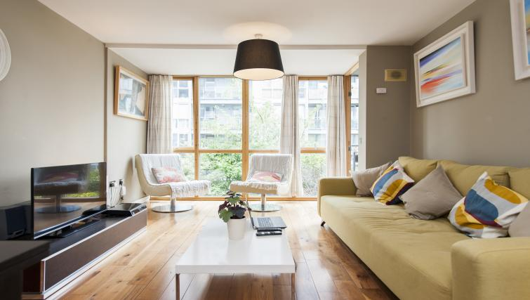 Living room at Gasworks Serviced Apartment - Citybase Apartments