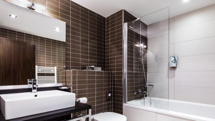 Bathroom at Hipark by Adagio Val D Europe - Citybase Apartments