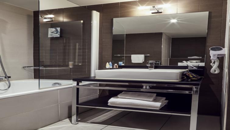 Bathroom at the Hipark by Adagio Marseille - Citybase Apartments