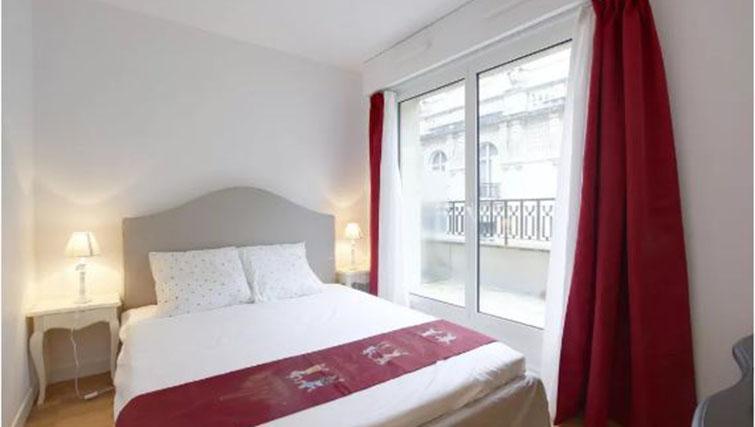Bedroom at the Leonard de Vinci Apartment - Citybase Apartments