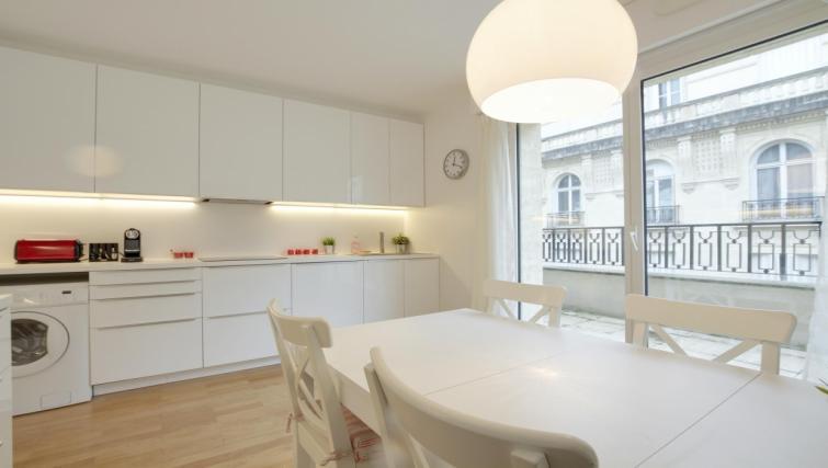 Dining area at the Leonard de Vinci Apartment - Citybase Apartments