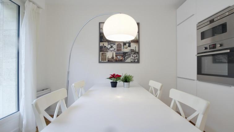 Dining table at the Leonard de Vinci Apartment - Citybase Apartments