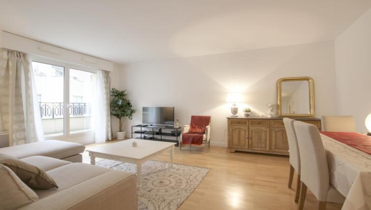 Lounge at the Leonard de Vinci Apartment - Citybase Apartments