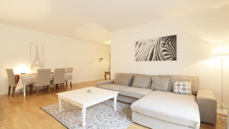 Coffee table at the Leonard de Vinci Apartment - Citybase Apartments