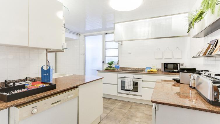 Kitchen at Eixample Borrell Apartment - Citybase Apartments