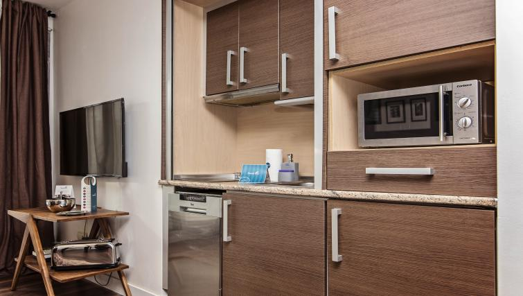 Kitchen at Plaza Espana Fira Apartment - Citybase Apartments