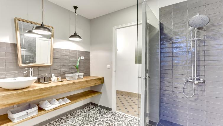 Bathroom at Aragon Apartment - Citybase Apartments