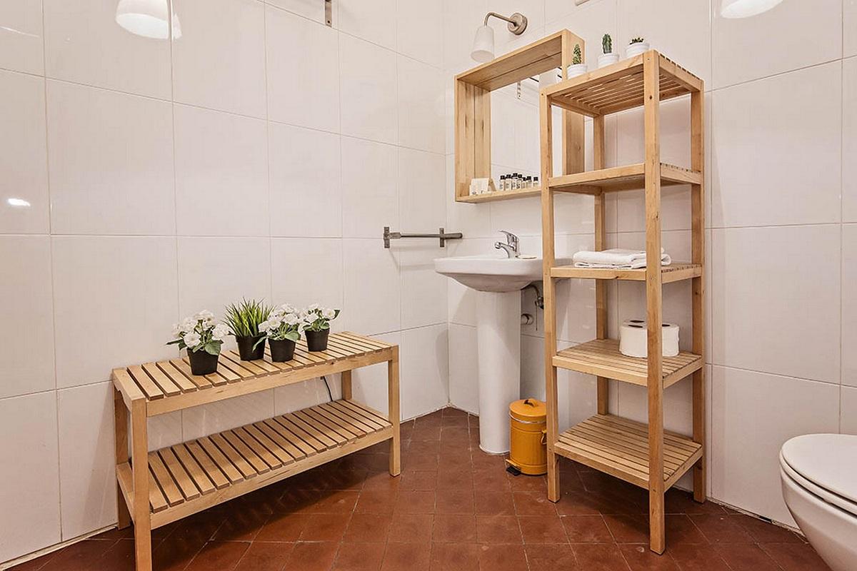 Bathroom area at  Aragon Apartment - Citybase Apartments