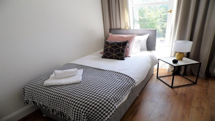 Single bed at Langlands House - Citybase Apartments