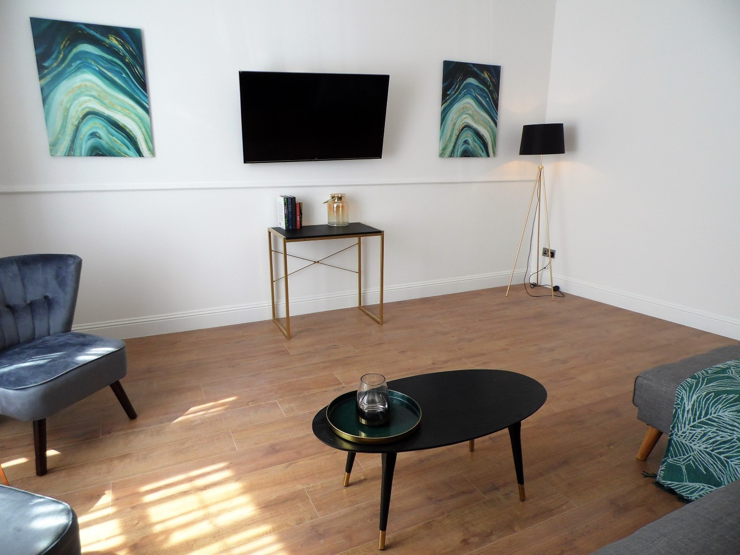 TV at Langlands House - Citybase Apartments
