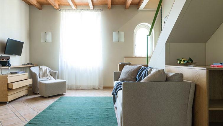 Bright lounge at Residenza Ascanio Sforza - Citybase Apartments