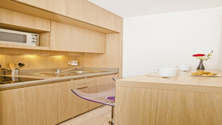 Kitchen at Residhome Carrieres la Defense - Citybase Apartments