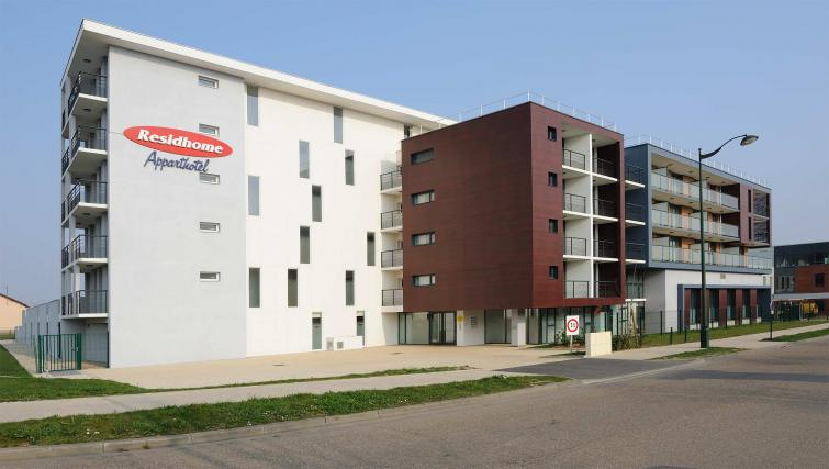 Exterior at Residhome Carrieres la Defense - Citybase Apartments