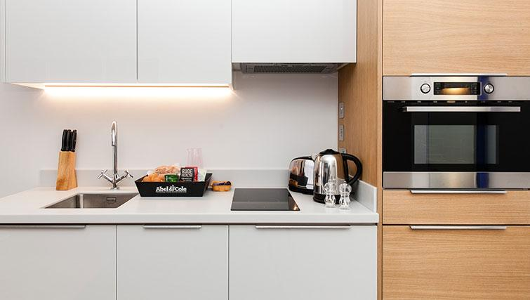 Modern kitchen at Rockwell East Apartments - Citybase Apartments