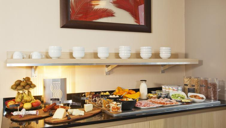 Breakfast bar at Residhome Caserne De Bonne - Citybase Apartments