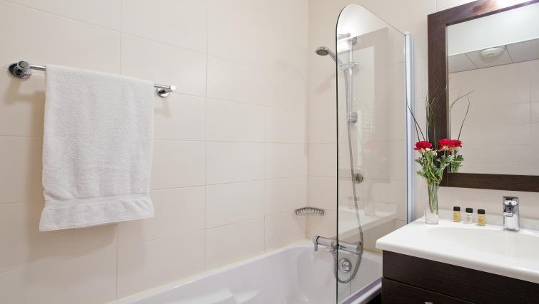 Bathroom at Residhome Caserne De Bonne - Citybase Apartments