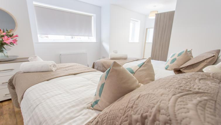 Modern bedroom atRana Court Apartments - Citybase Apartments