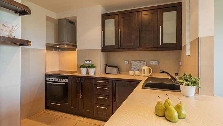 Equipped kitchen at Zelazna Brewery Apartment - Citybase Apartments