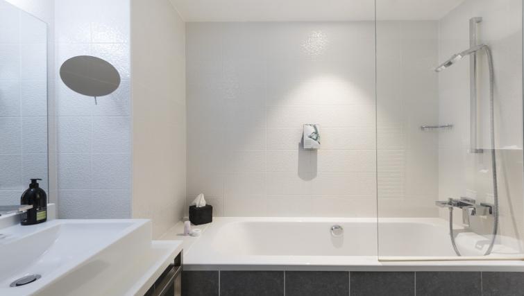 Bathroom at Hipark by Adagio Paris La Villette - Citybase Apartments