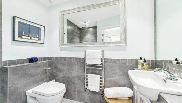 Bathroom at Nell Gwynn Chelsea Accommodation - Citybase Apartments