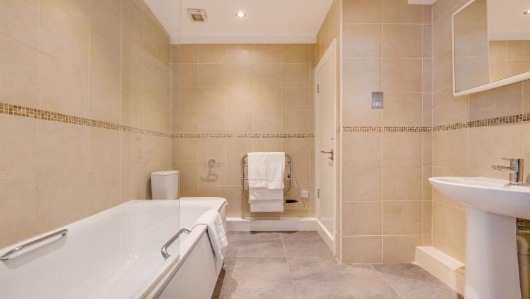 Bath at Nell Gwynn Chelsea Accommodation - Citybase Apartments