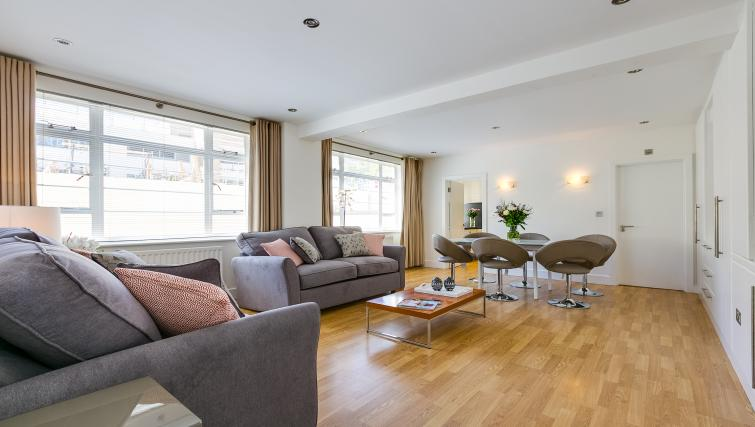 Sofa at Nell Gwynn Chelsea Accommodation - Citybase Apartments