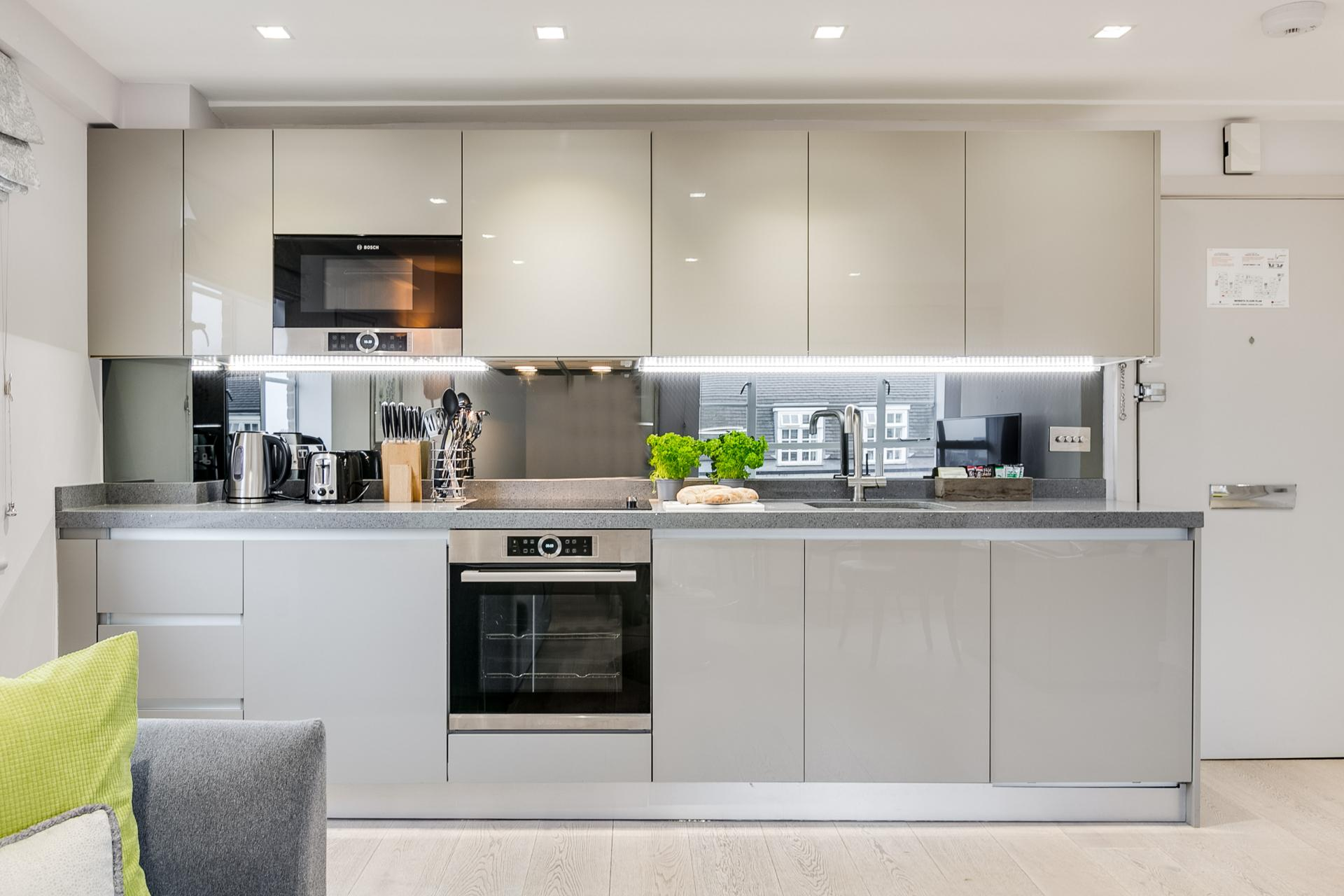 Kitchen at Nell Gwynn Chelsea Accommodation, Chelsea, London - Citybase Apartments