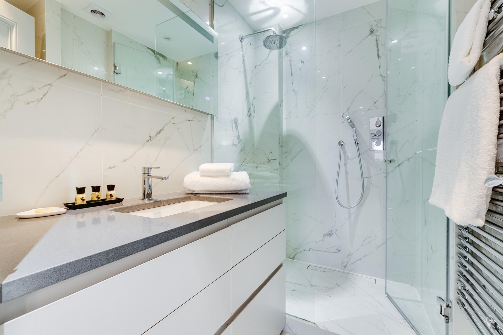 Bathroom at Nell Gwynn Chelsea Accommodation, Chelsea, London - Citybase Apartments