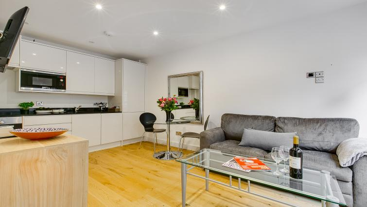 Table at Nell Gwynn Chelsea Accommodation - Citybase Apartments